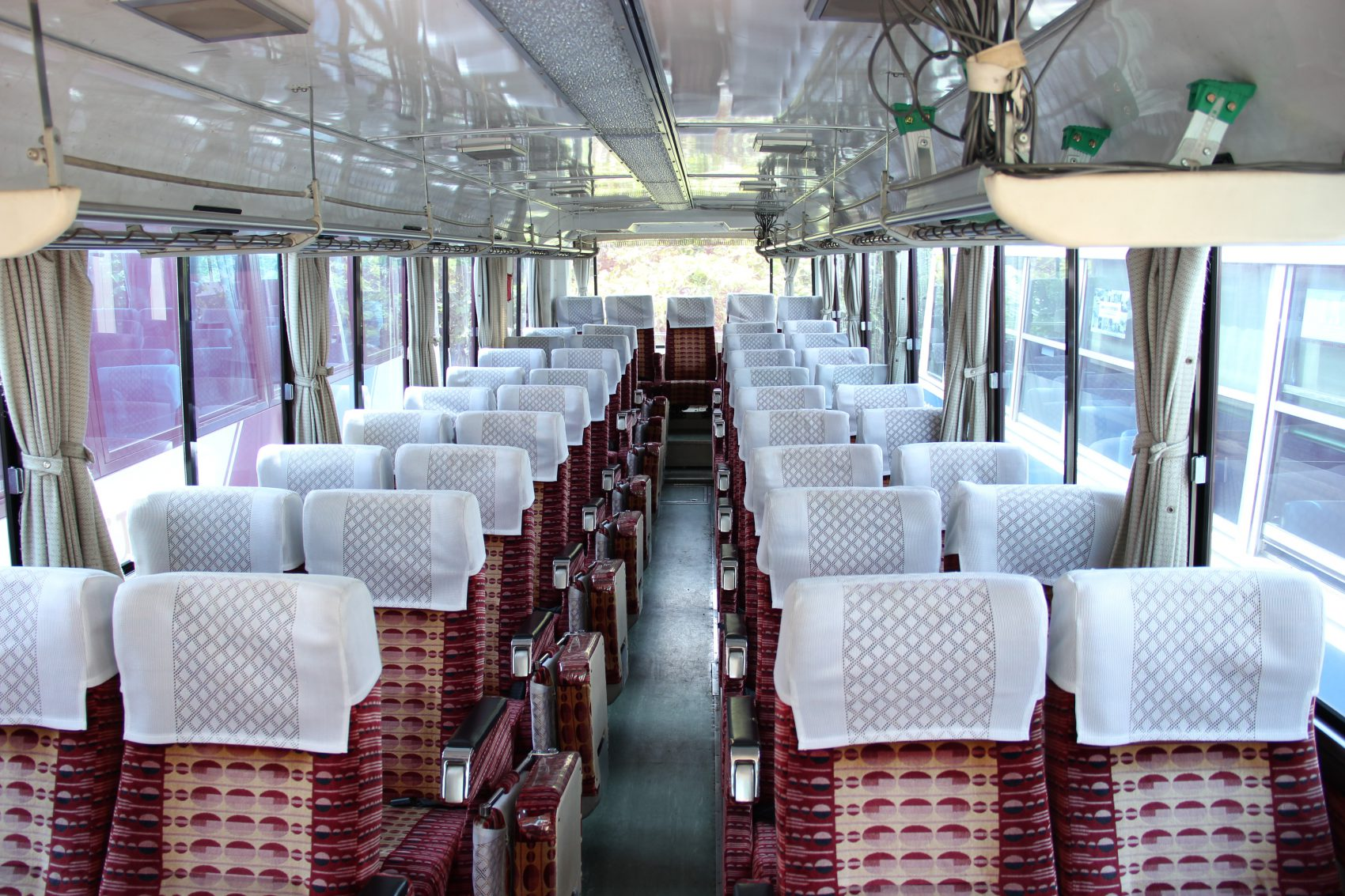 大型バス車内